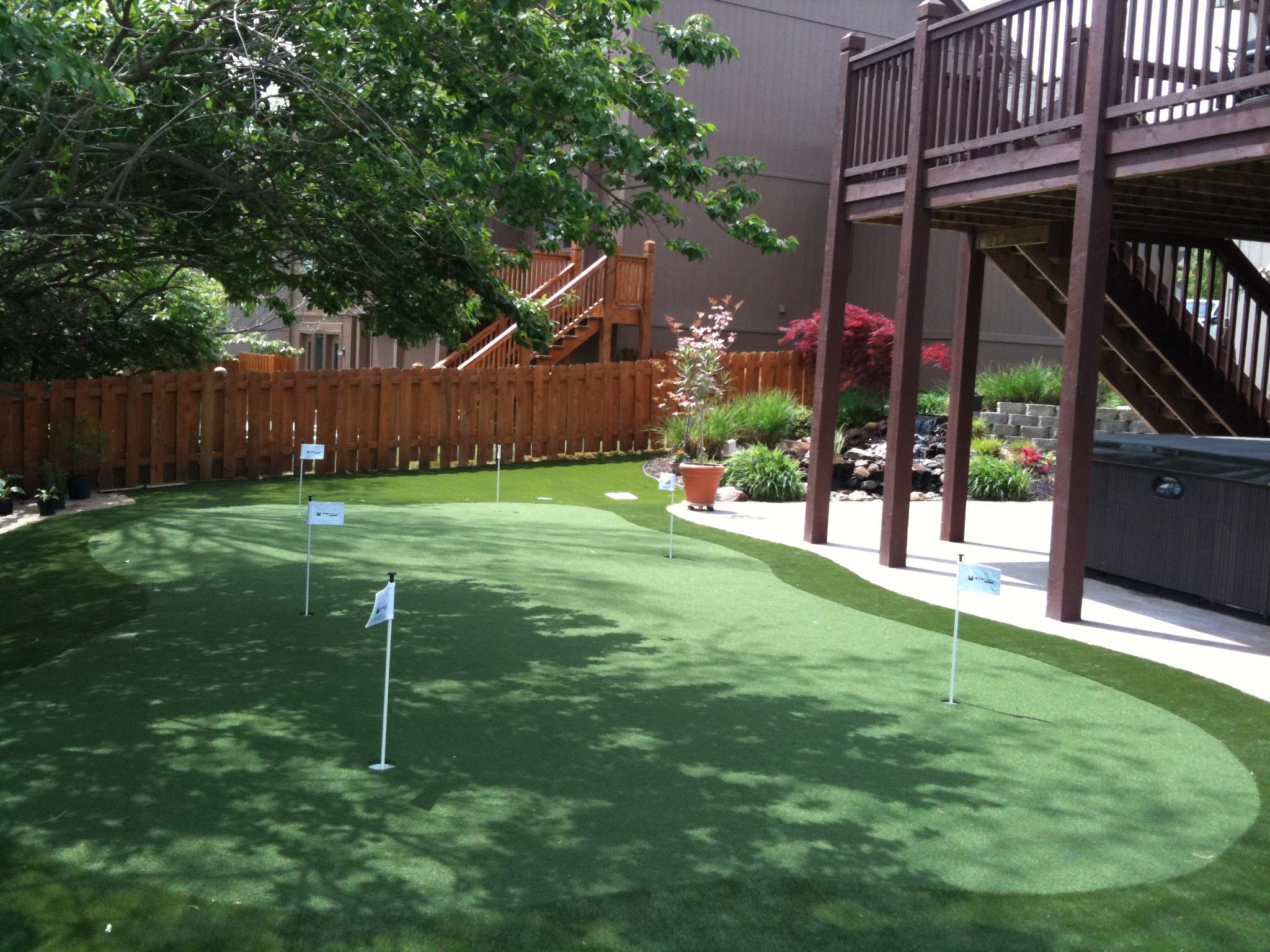 Backyard artificial turf putting green in St. Louis