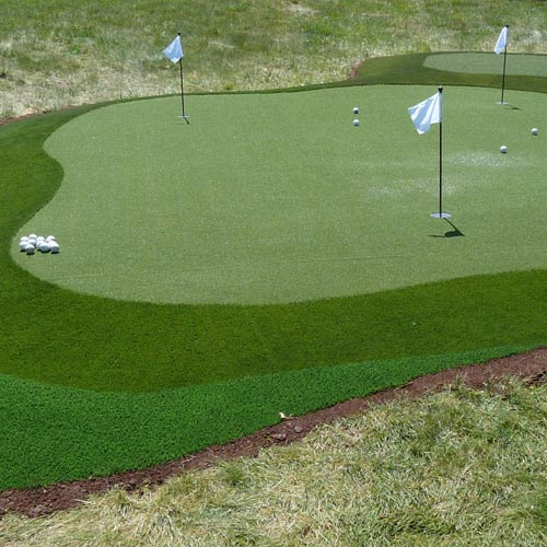 SYNLawn Artificial Turf Perfects a St. Louis Putting Green